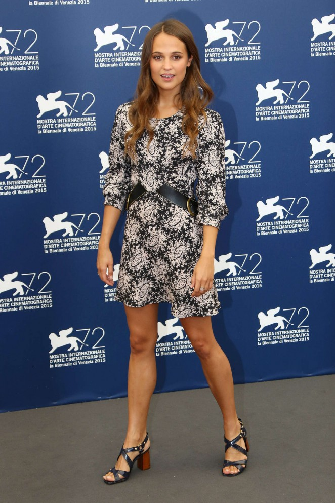 Alicia-Vikander--The-Danish-Girl-Photocall-