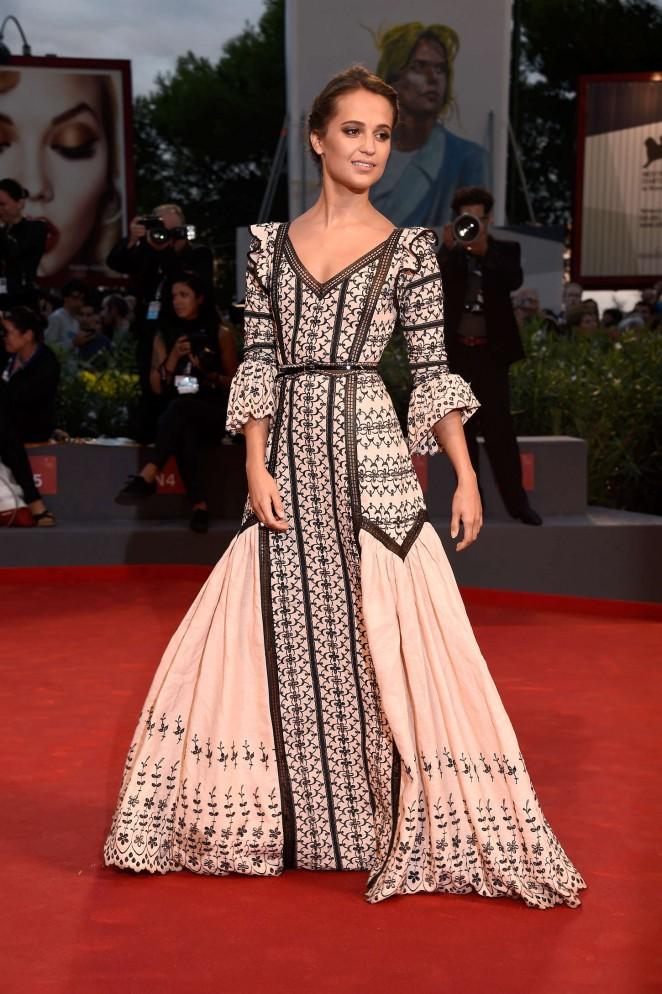 Alicia-Vikander- Louis Vuitton-The-Danish-Girl-Premiere-