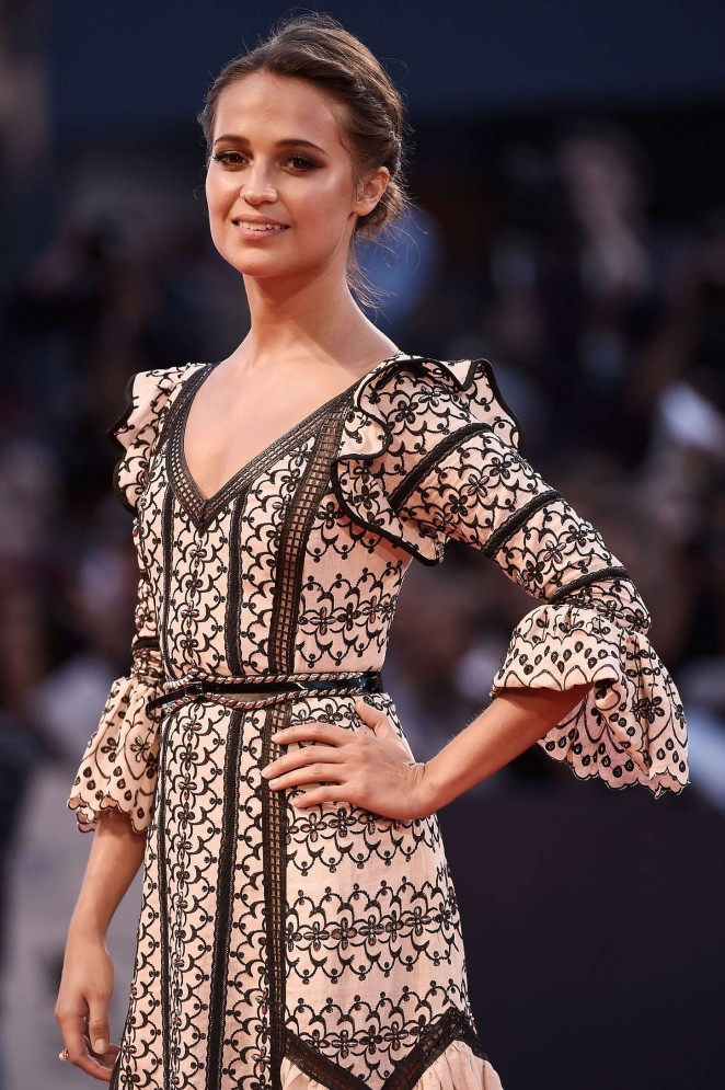 Alicia-Vikander--The-Danish-Girl-Premiere