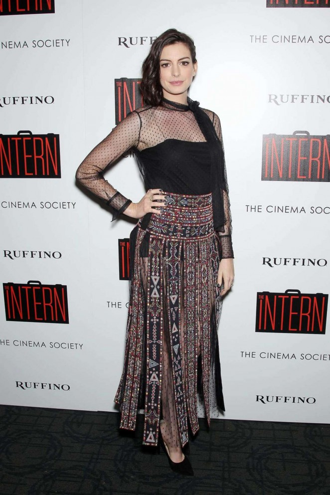 anne-hathaway-in-valentino-the-intern-new-york-screening