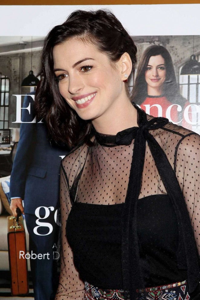 anne-hathaway-in-valentino-the-intern-new-york-screening-05-662x993