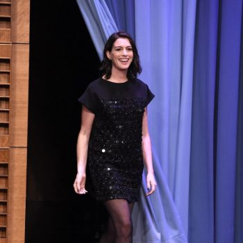 Anne-Hathaway-The-Tonight-Show-Starring-Jimmy-Fallon-01-662×930