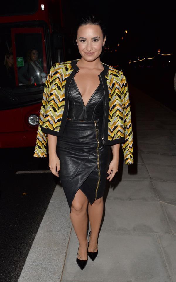 Бритни Спирс носит Valli Yellow (Пальто )