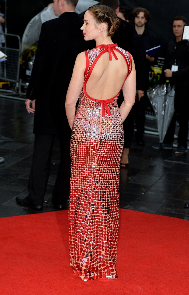 emily-blunt-in-prada-sicario-london-premiere