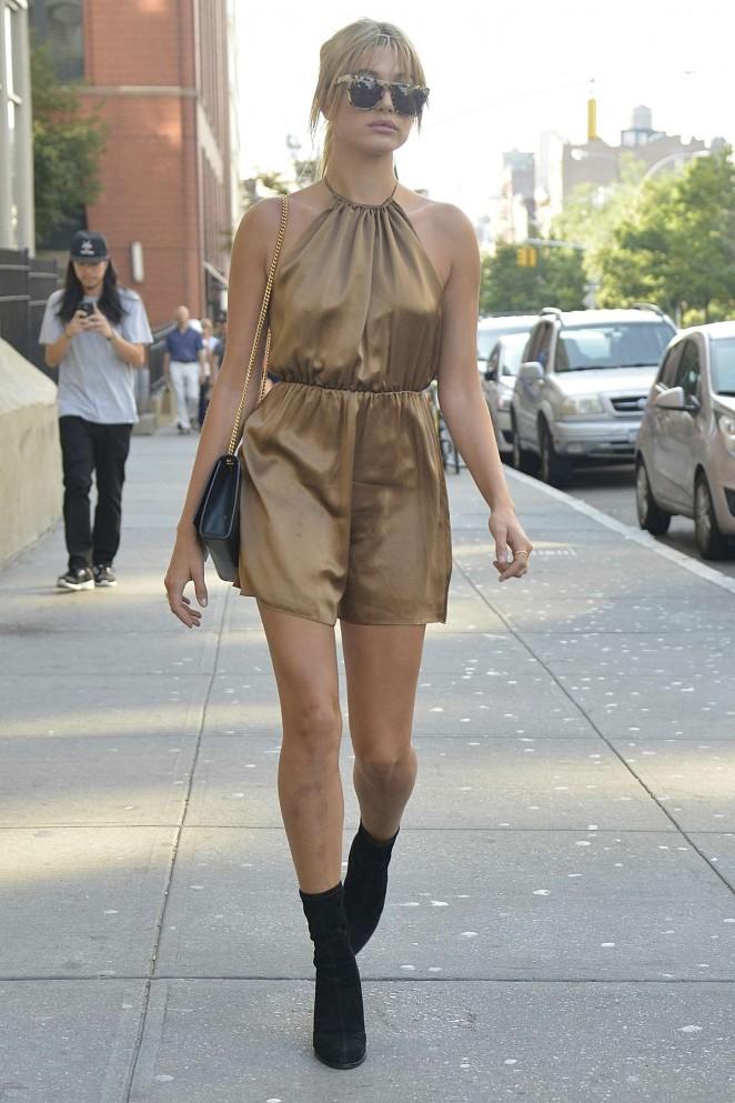 Hailey-Baldwin-streetstyle-new-york