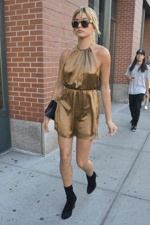 Hailey-Baldwin-in-Short-Dress-07-662×993