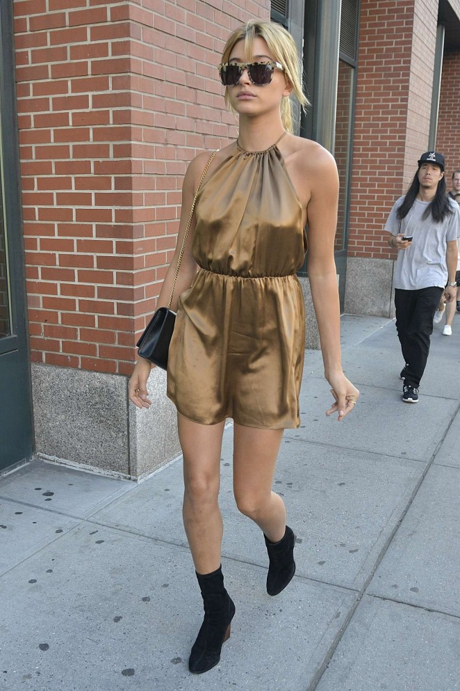 Hailey-Baldwin-in-Short-Dress-07-662×993