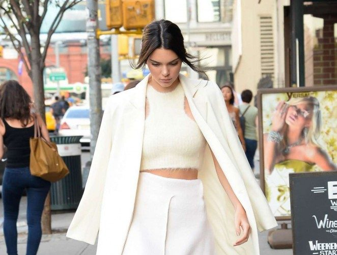 Kendall-Jenner-and-Kim-Kardashian-out-in-SoHo-01-662×968