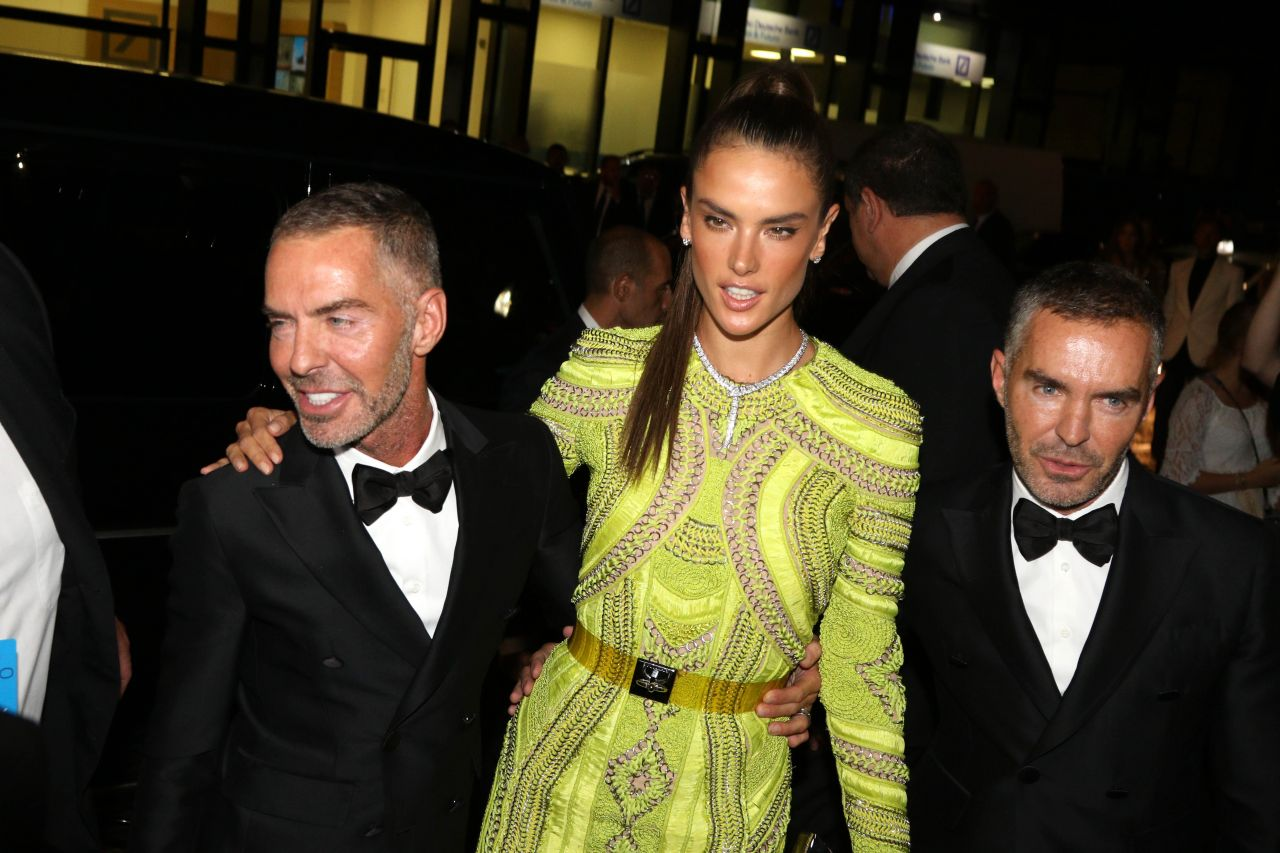 alessandra-ambrosio-hot-in-dress-arriving-at-amfar-milano-2015-in-milano_8