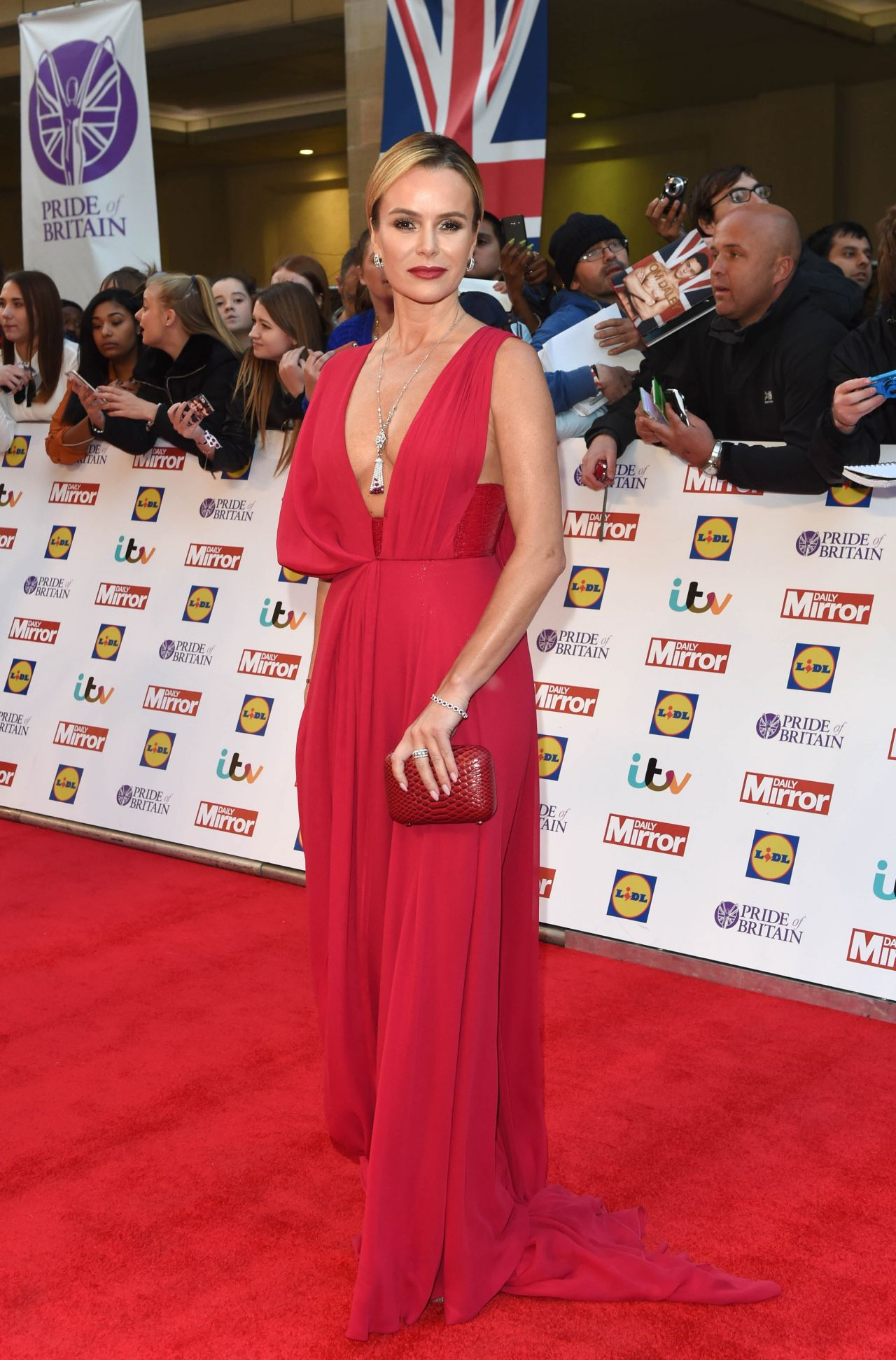 amanda-holden-pride-of-britain-awards-2015-in-london_2