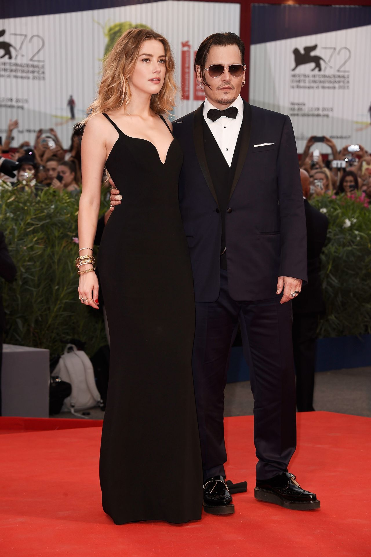 amber-heard-in-stella-mccartney-johnny-depp-in-dior-homme-black-mass-venice-film-festival-premiere