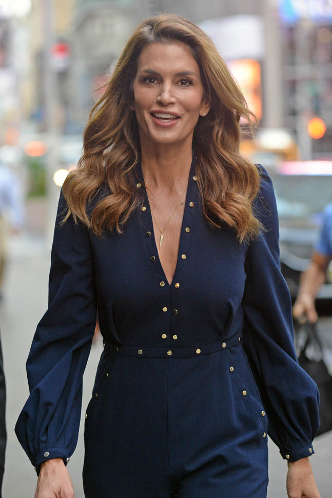 cindy-crawford-in-zimmermann-at-her-becoming-cindy-crawford-book-signing