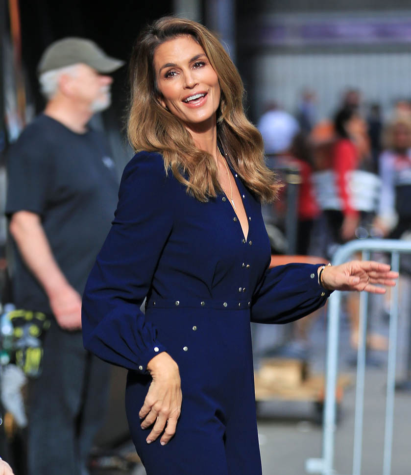 Cindy -Crawford --in- Zimmermann -at -her -Becoming - Book -Signing