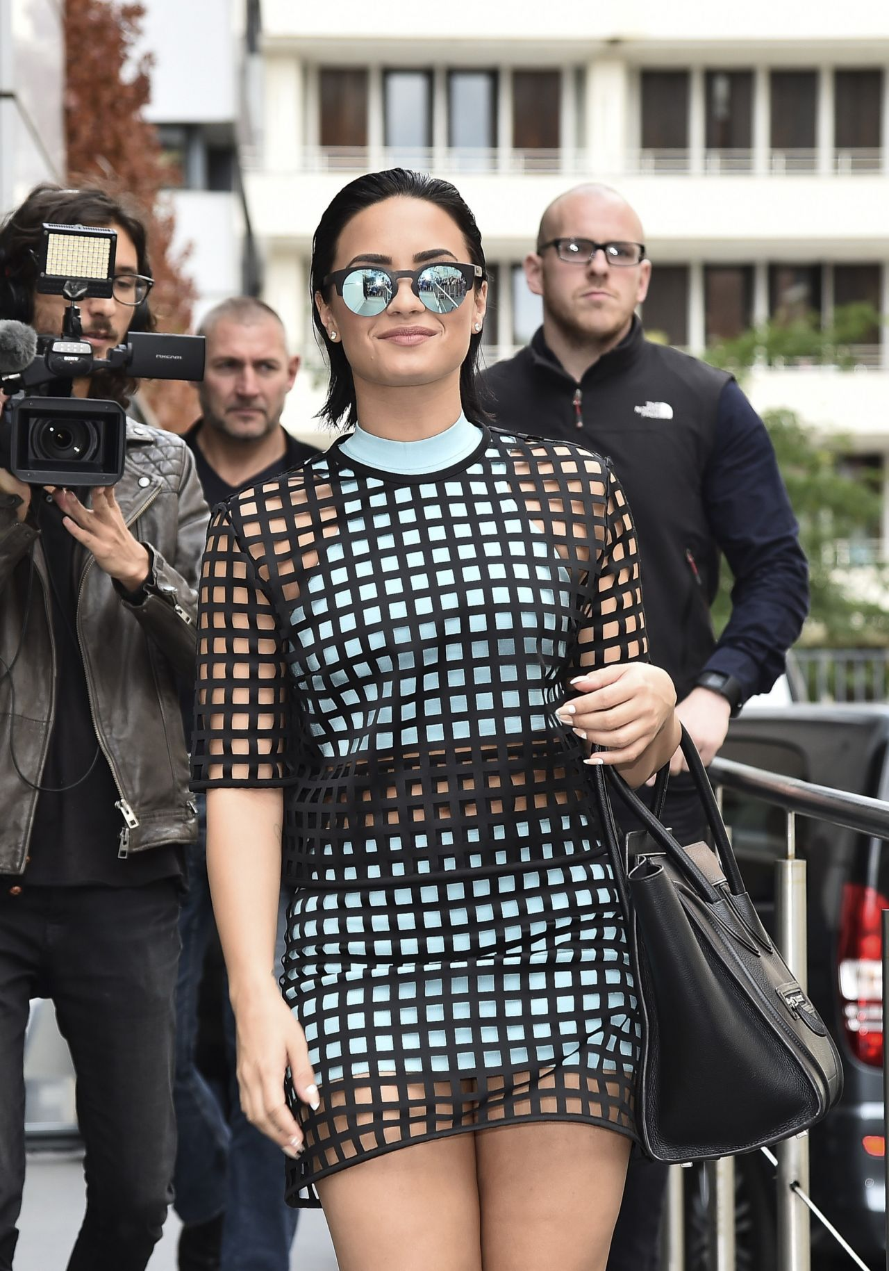 demi-lovato-style-out-in-paris-september-2015_1