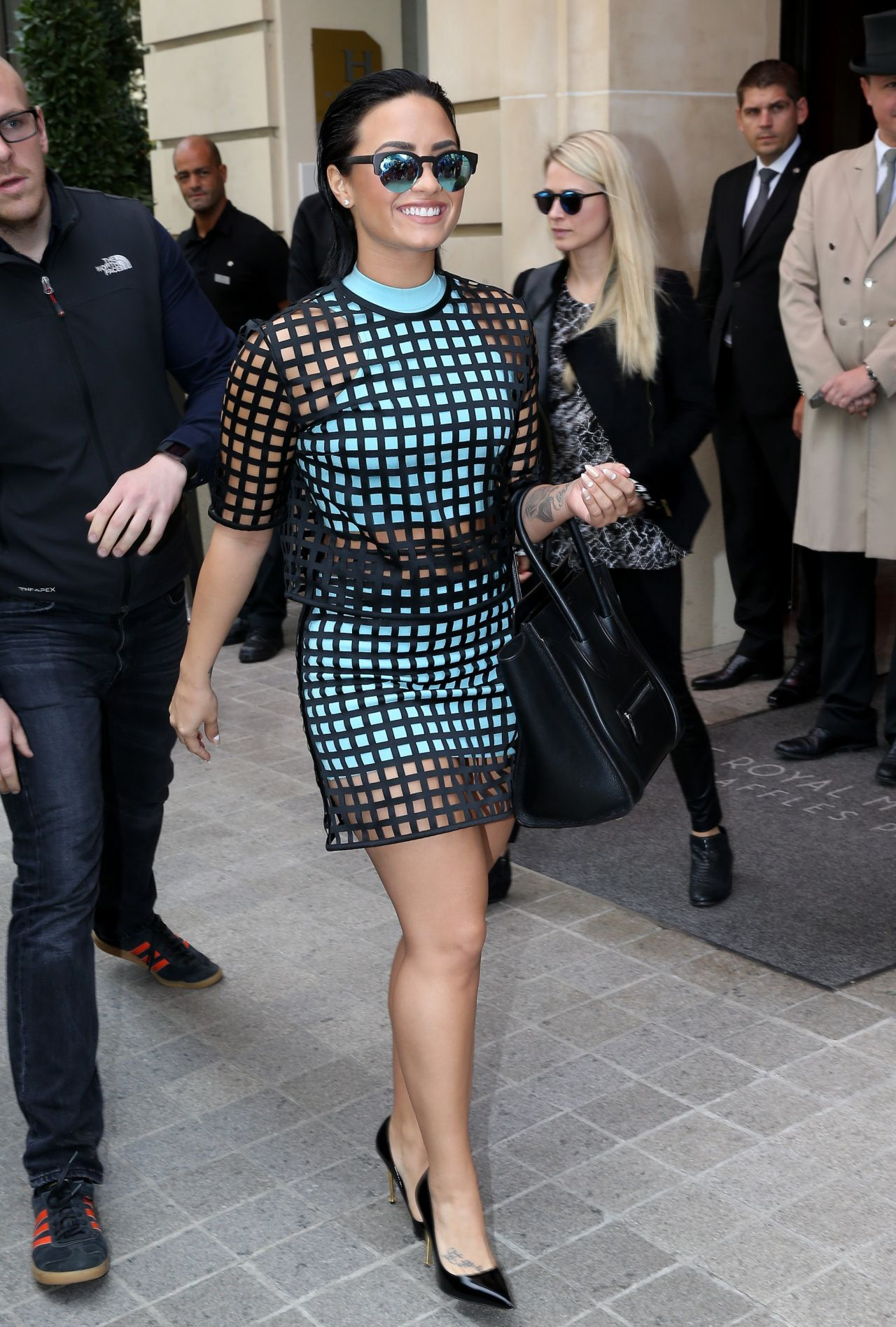demi-lovato-style-out-in-paris-september-2015_18