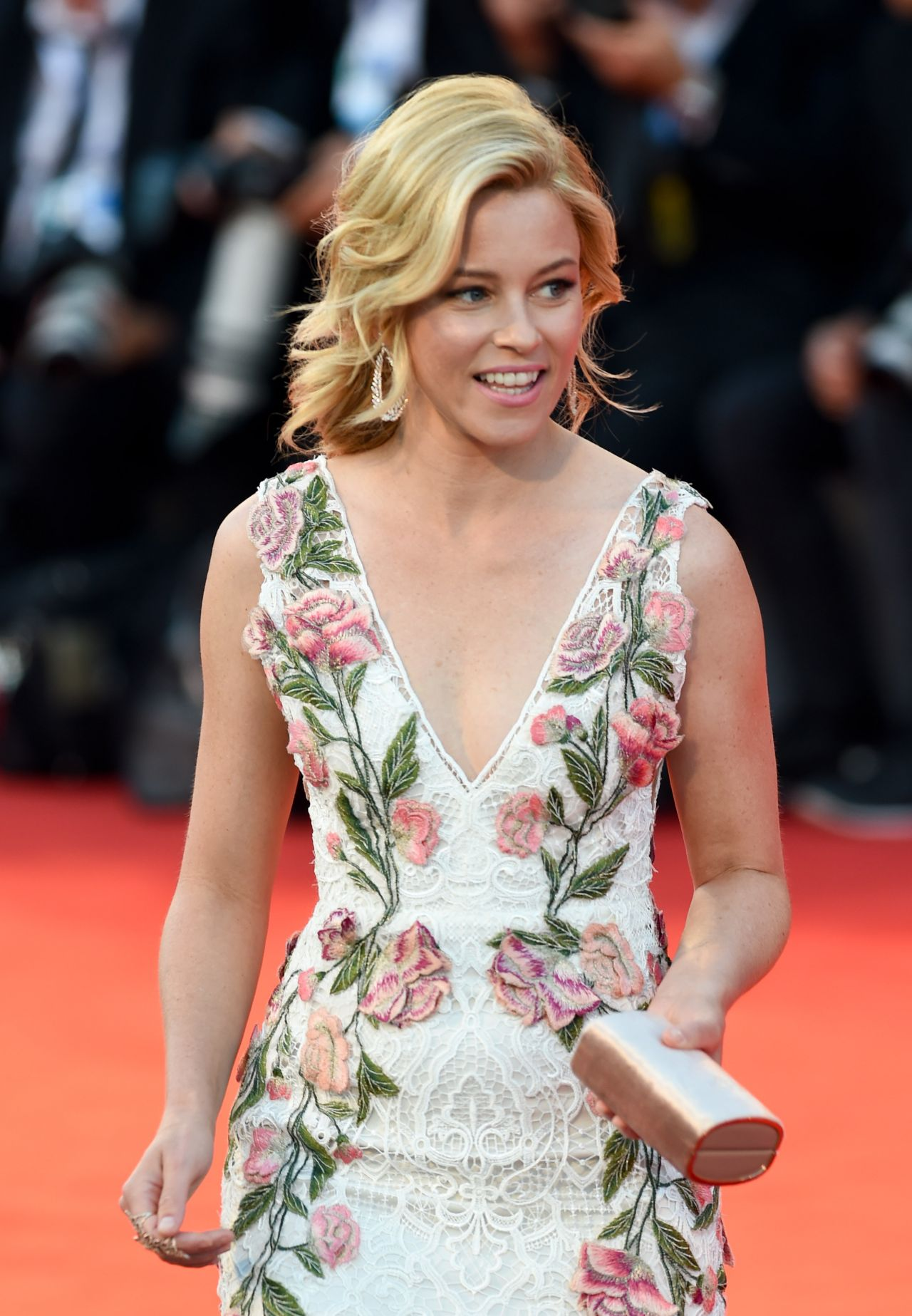 elizabeth-banks-a-bigger-splash-premiere-in-venice-italy_7