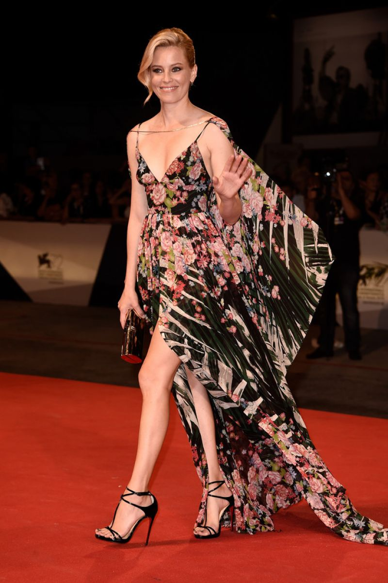 elizabeth-banks-at-beasts-of-no-nation-premiere-at-2015-venice-film-festival-