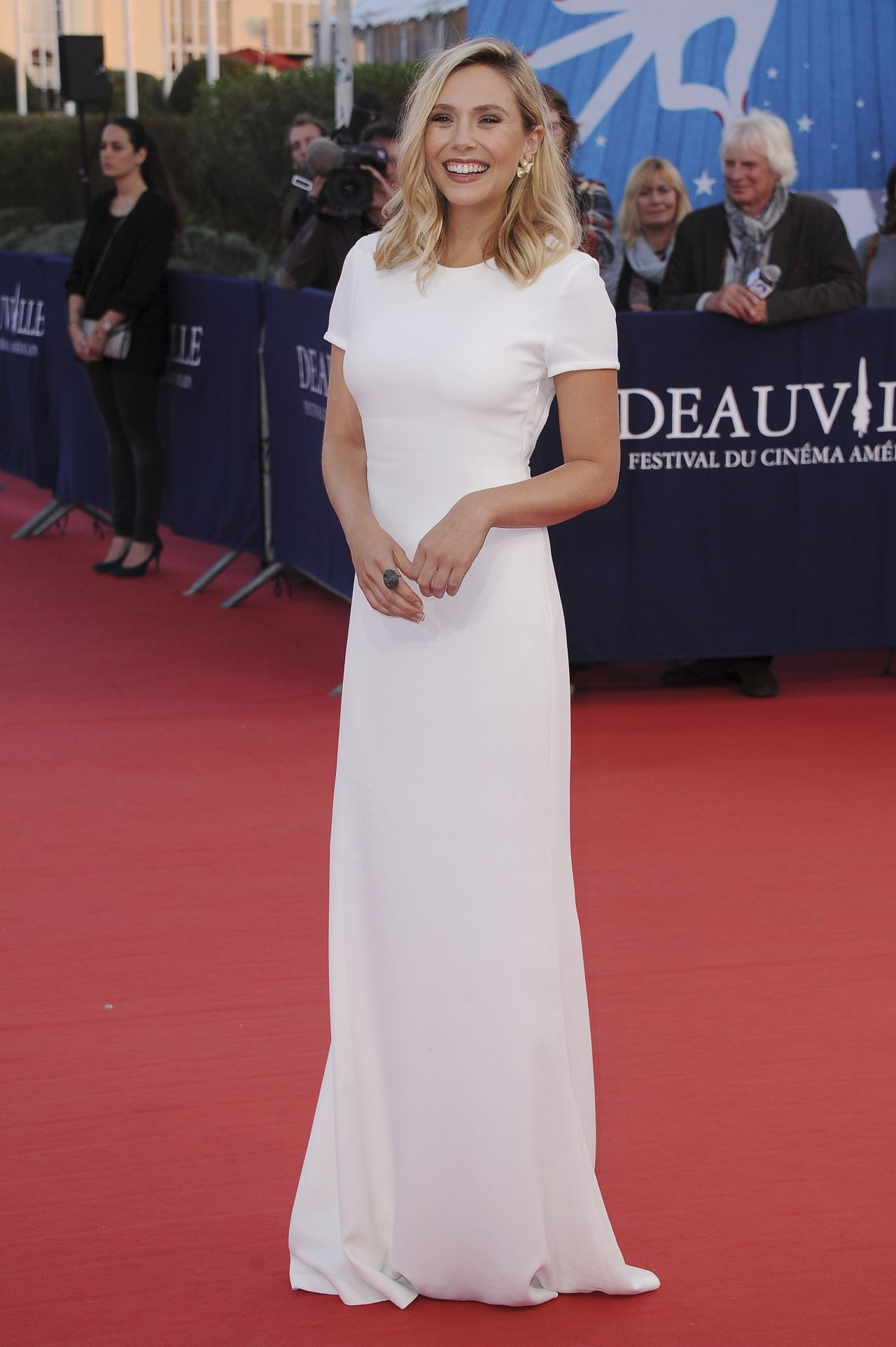 elizabeth-olsen-on-red-carpet-41st-deauville-film-festival_12