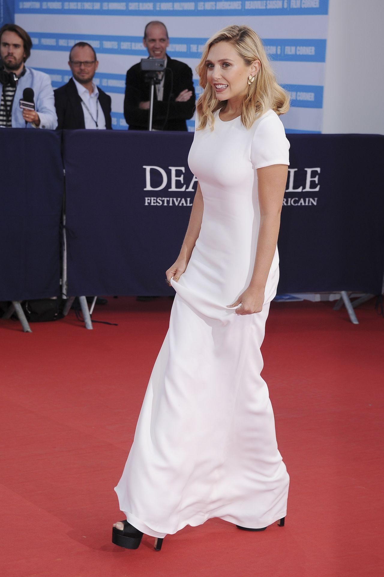elizabeth-olsen-on-red-carpet-41st-deauville-film-festival_13