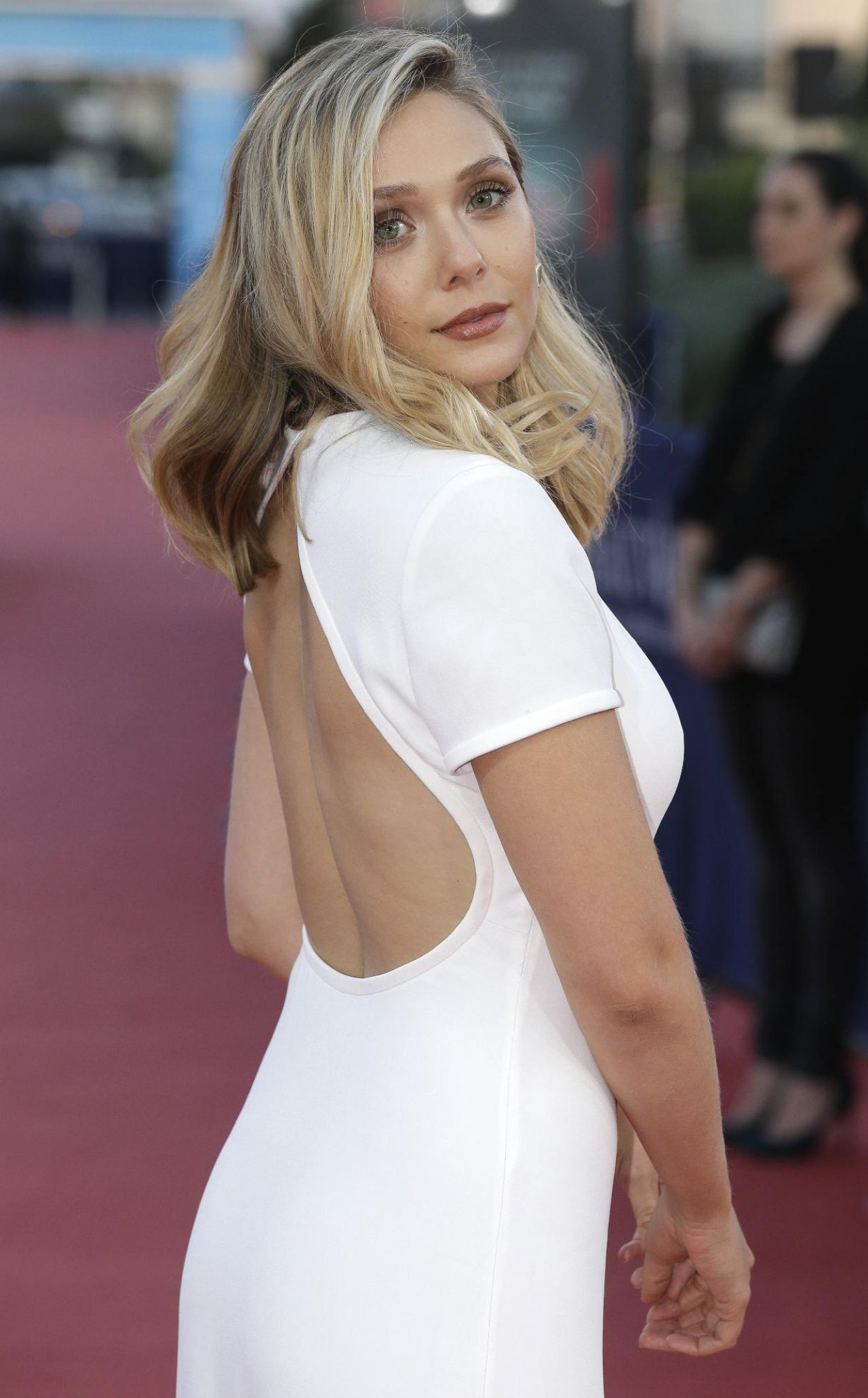 elizabeth-olsen-on-red-carpet-41st-deauville-film-festival_2