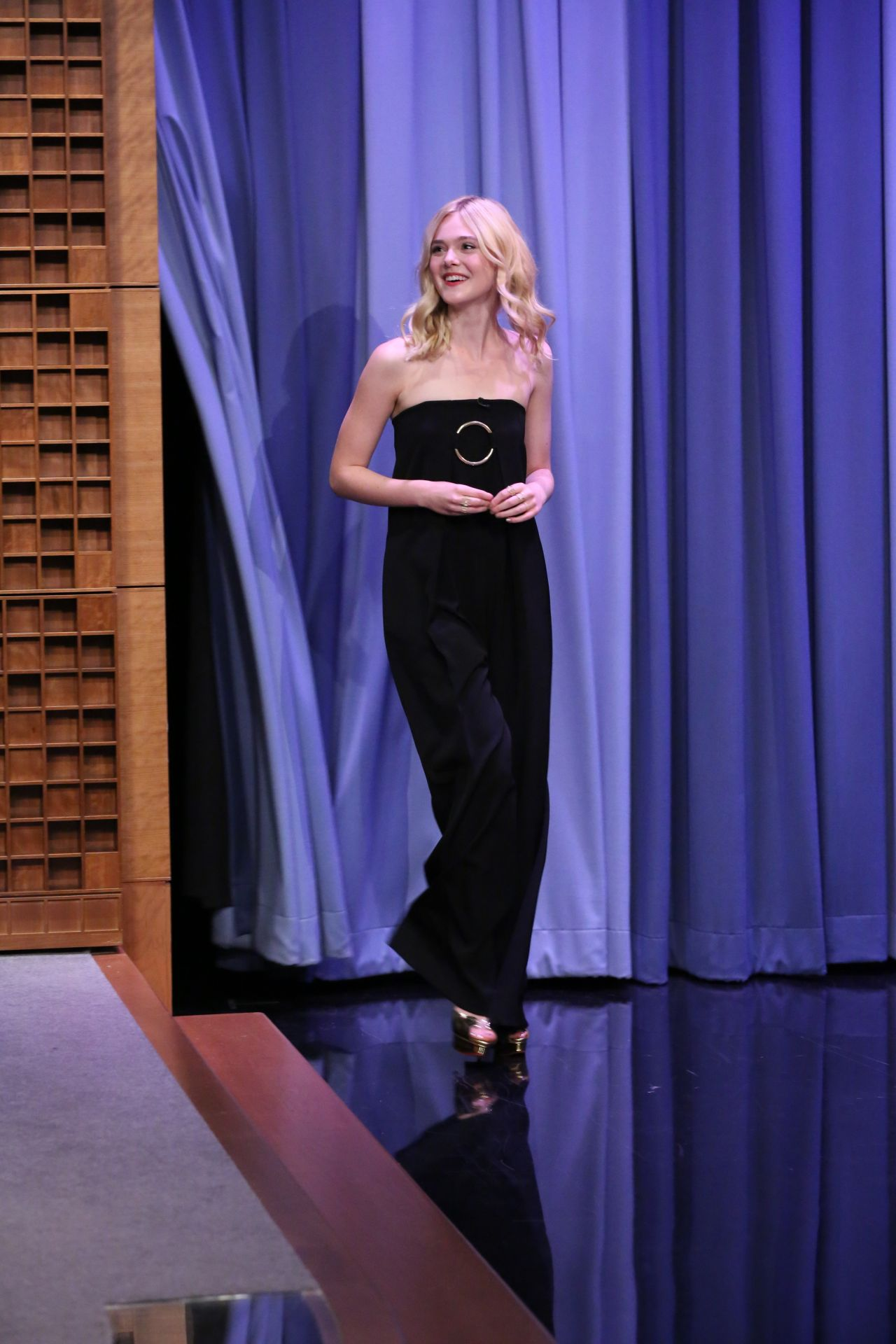 elle-fanning-the-tonight-show-starring-jimmy-fallon-in-nyc-september-2015_2