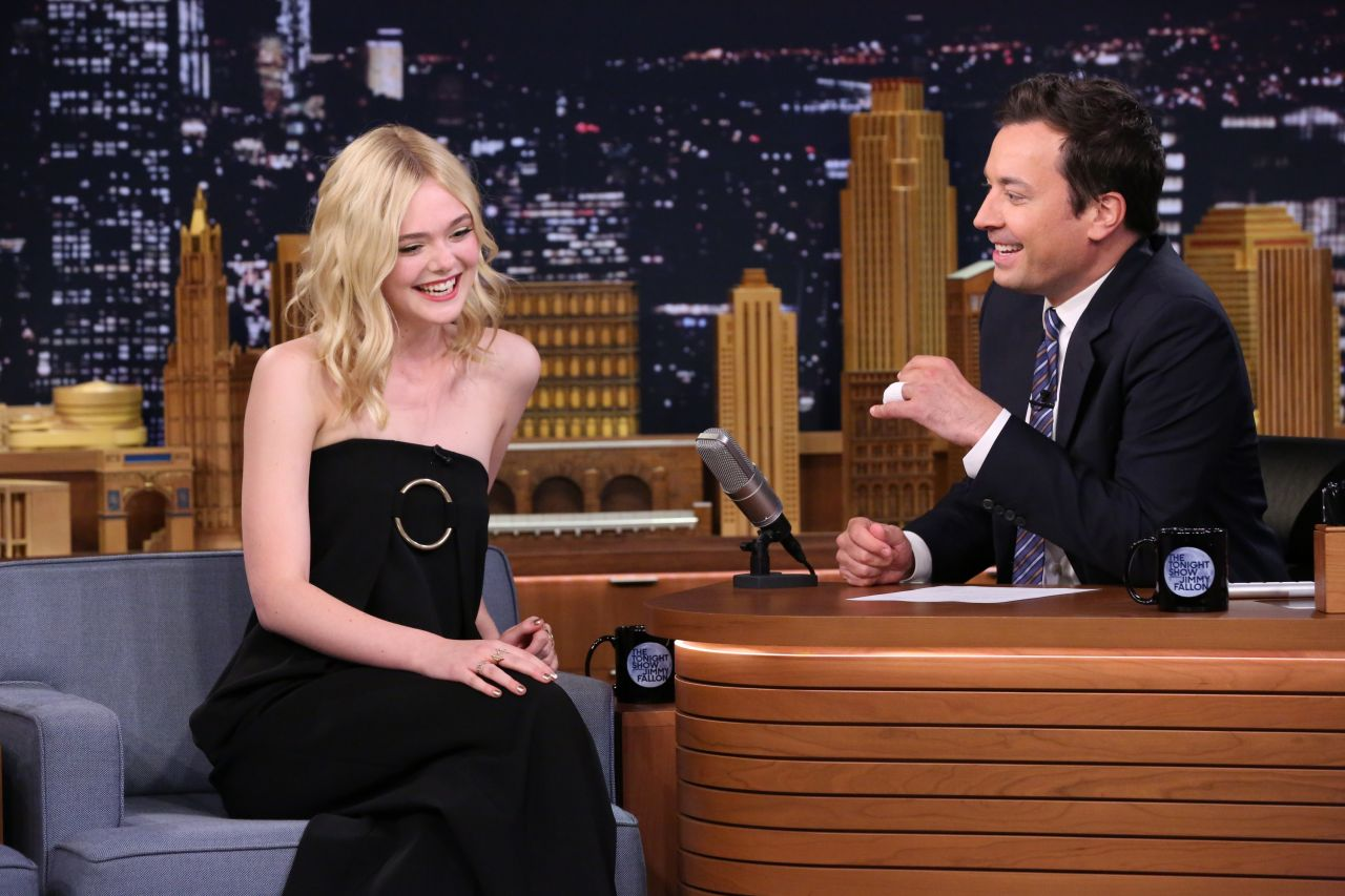 elle-fanning-the-tonight-show-starring-jimmy-fallon-in-nyc-september-2015_6-1