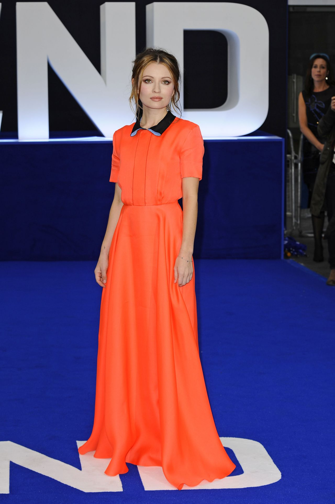 emily-browning-legend-premiere-in-london_4