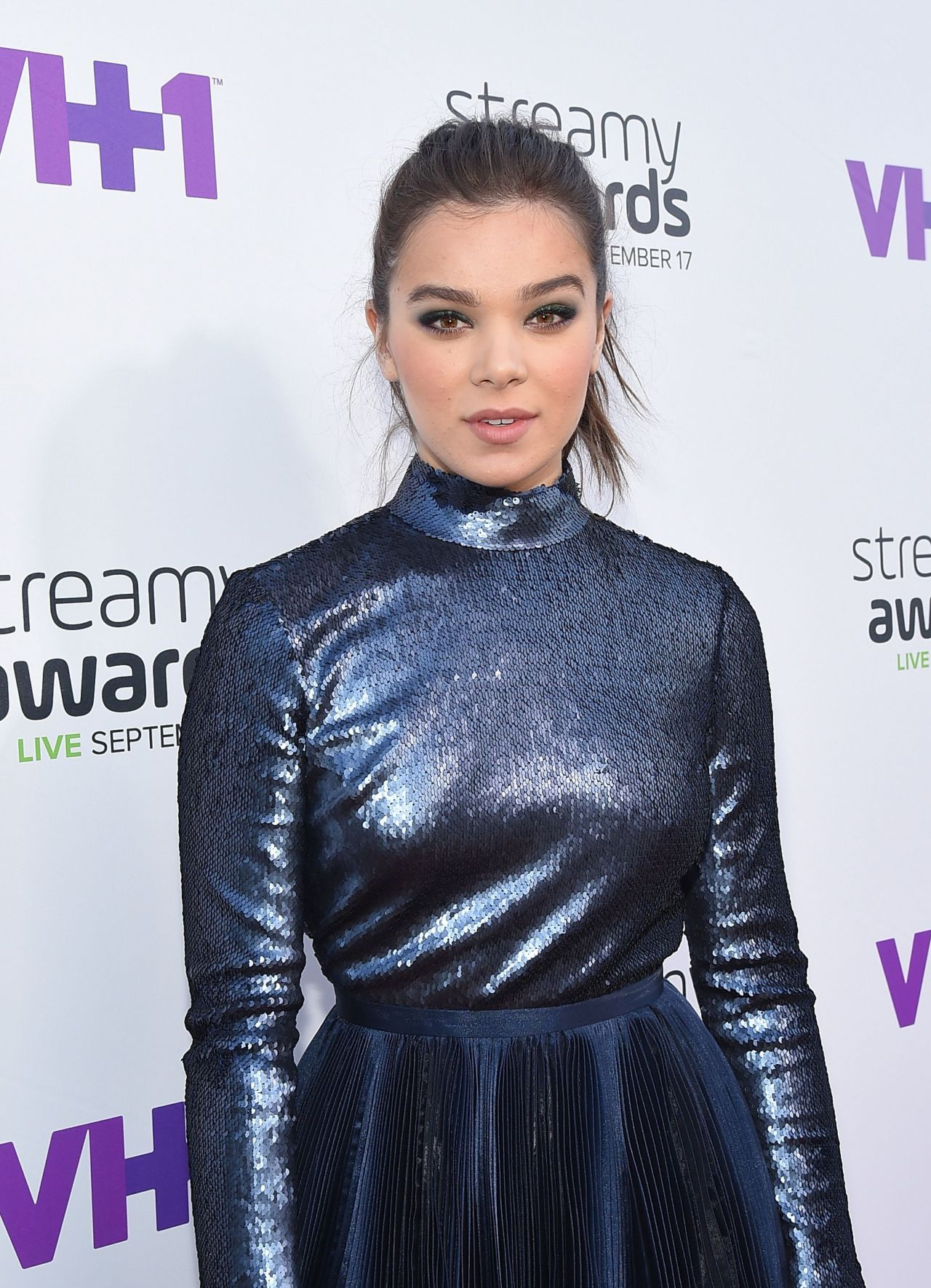 hailee-steinfeld-2015-streamy-awards-in-los-angeles_3