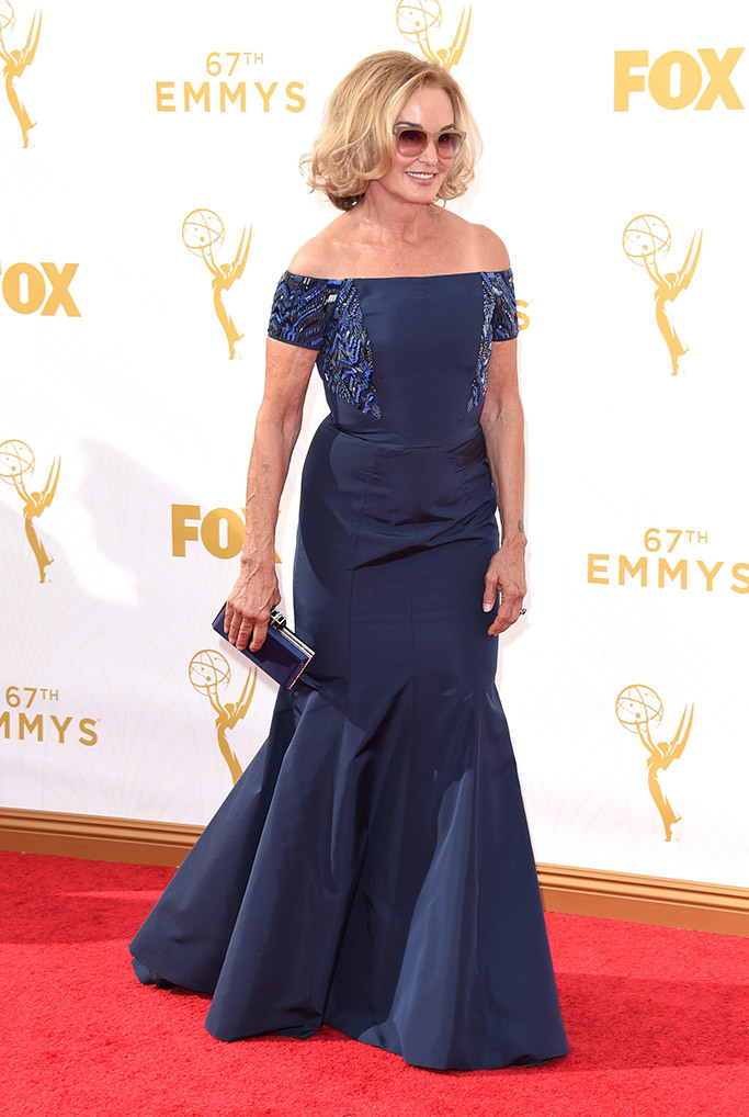 jessica-lange-emmy-awards-2015-red-carpet