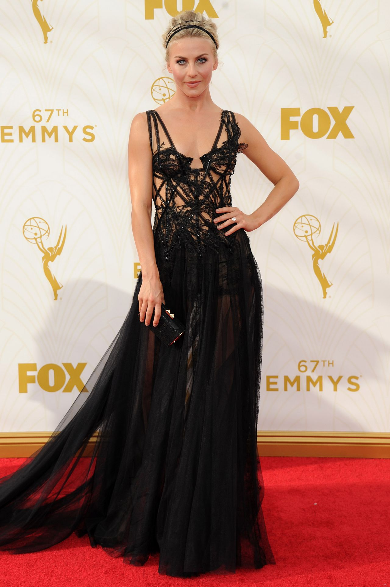 julianne-hough-on-red-carpet-2015-primetime-emmy-awards-in-los-angeles_1