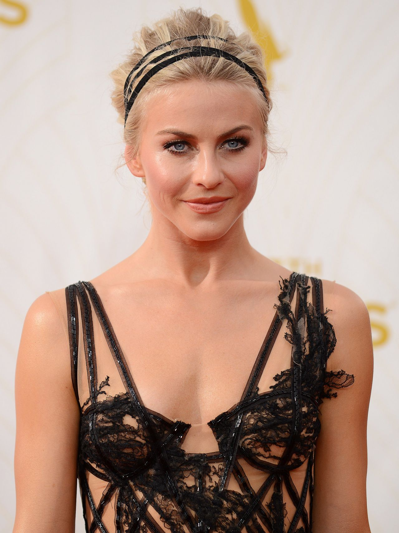 julianne-hough-on-red-carpet-2015-primetime-emmy-awards-in-los-angeles_18-1