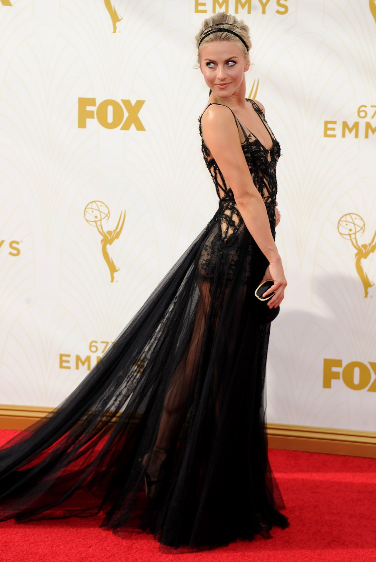 julianne-hough-on-red-carpet-2015-primetime-emmy-awards-in-los-angeles_