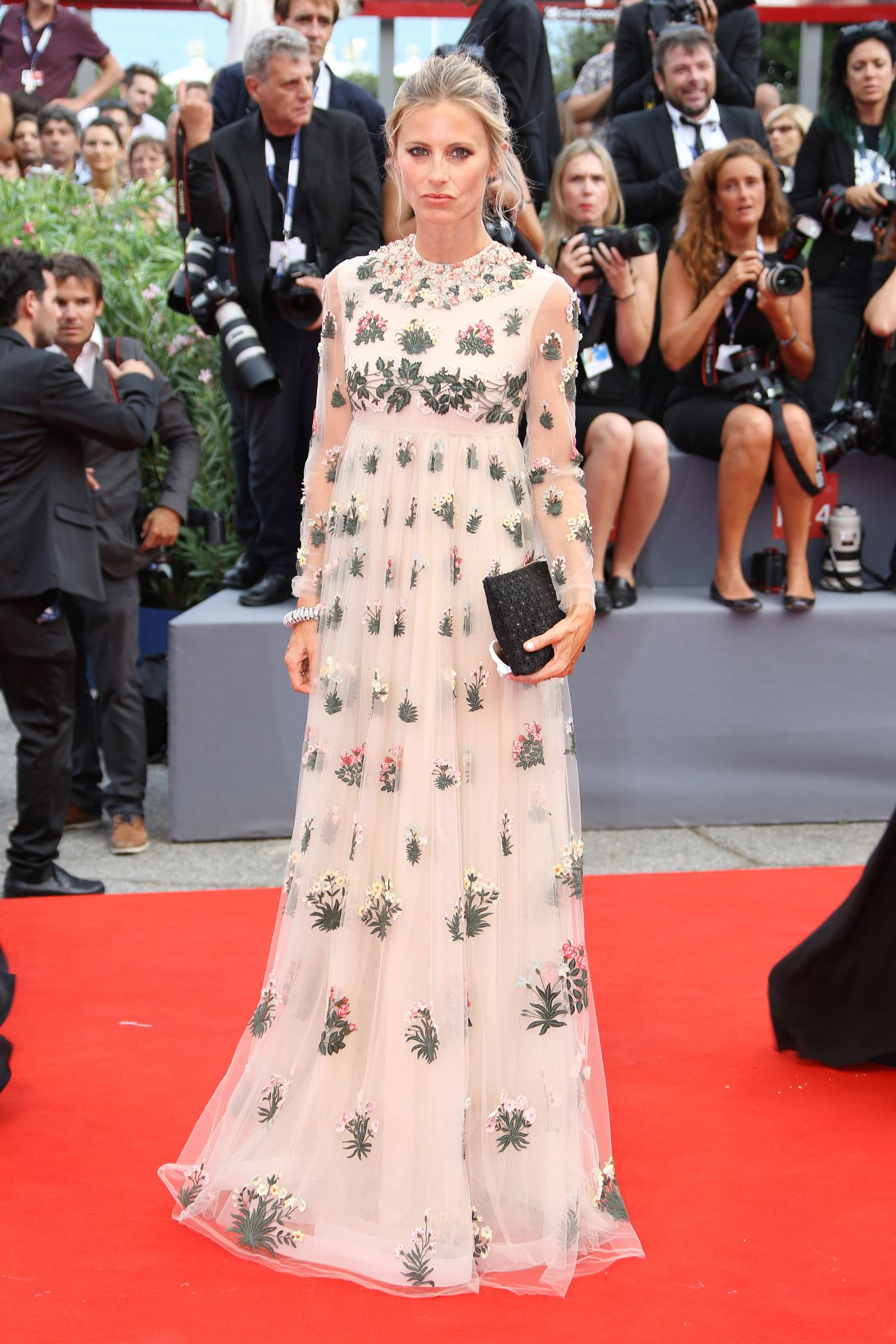 laura-bailey-opening-ceremony-and-premiere-of-everest-2015-venice-film-festival_1