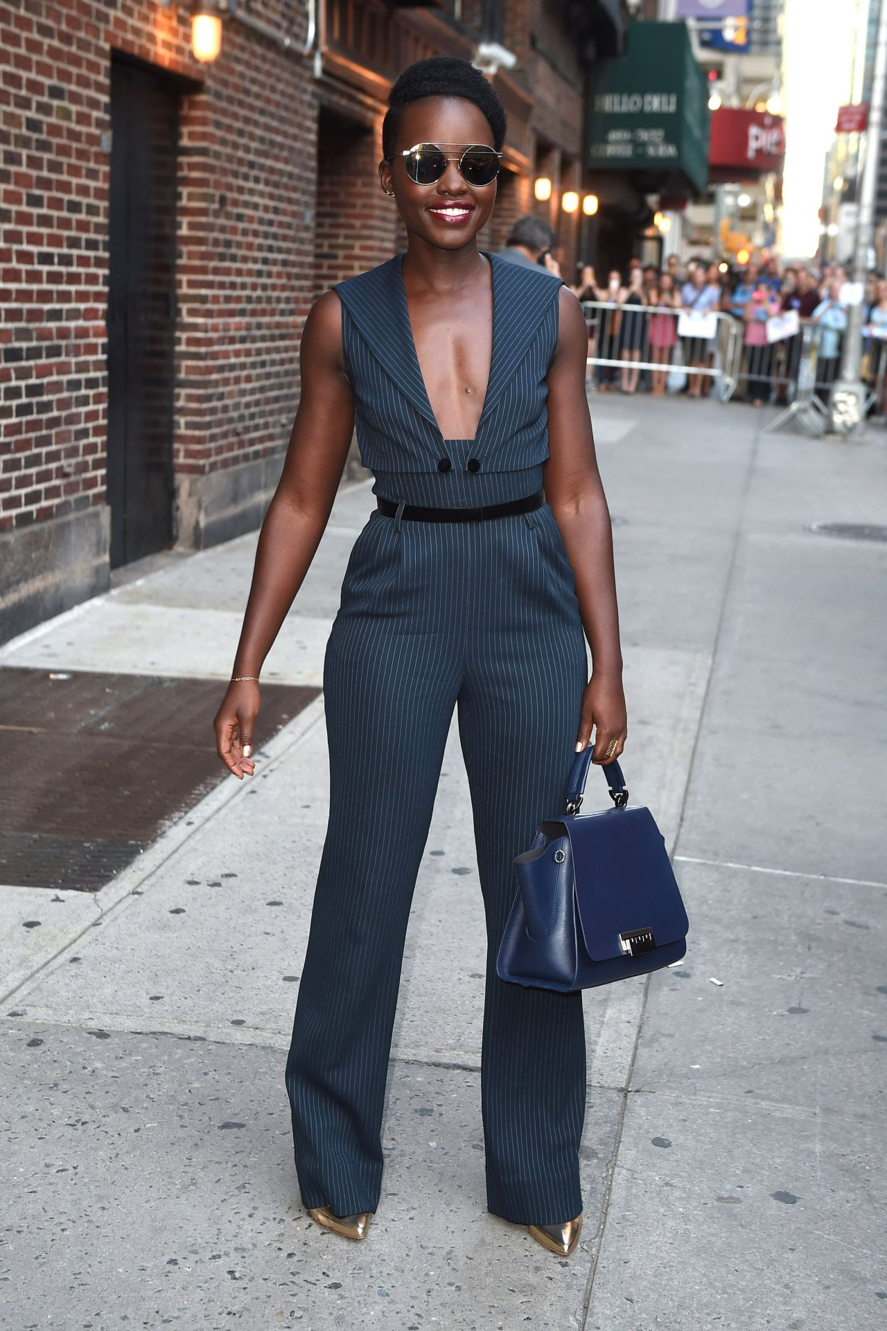 lupita-nyongo-leaves-the-late-show-with-stephen-colbert-in-nyc-september-2015_1
