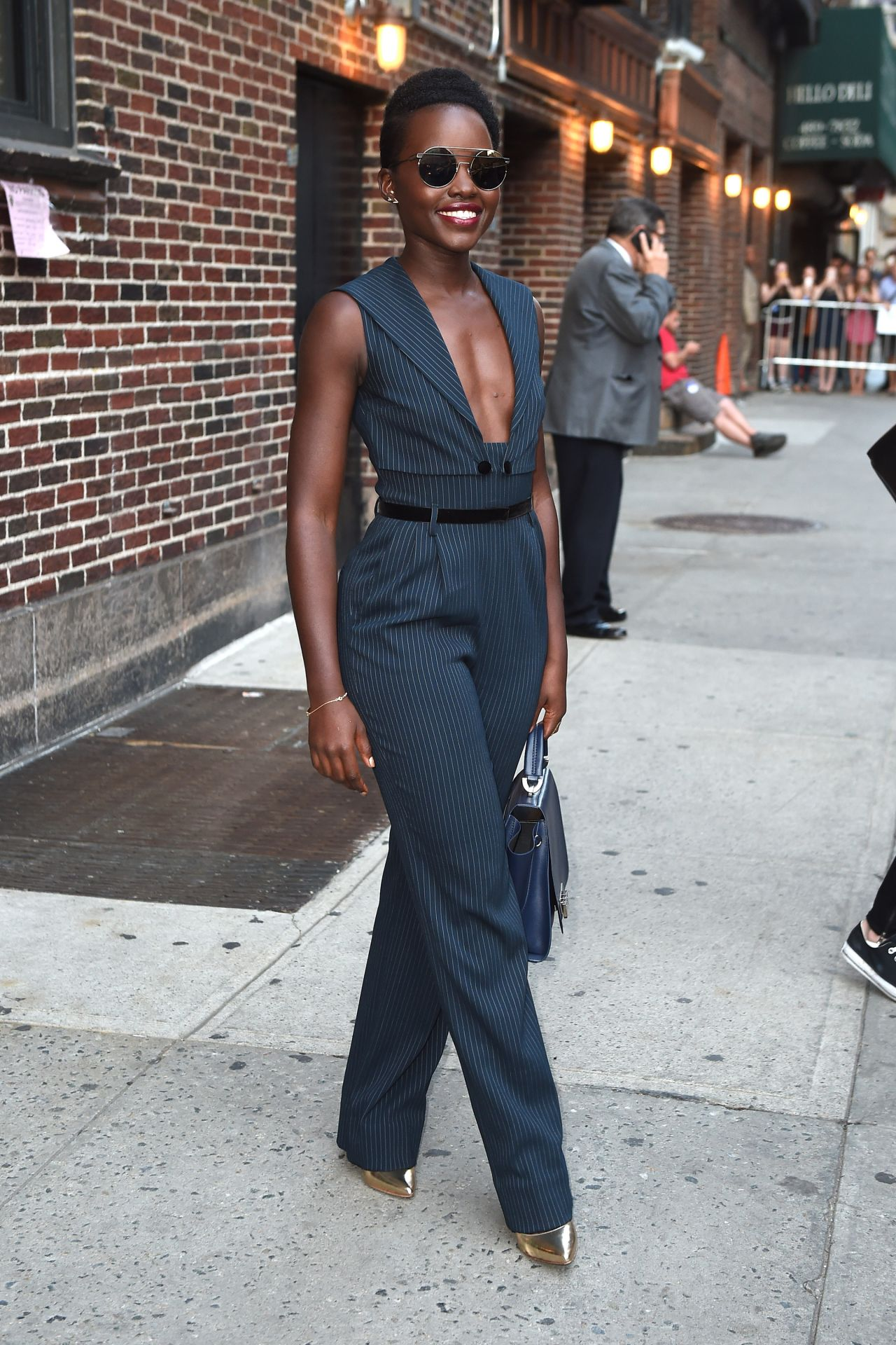 lupita-nyongo-leaves-the-late-show-with-stephen-colbert-in-nyc-september-2015_2