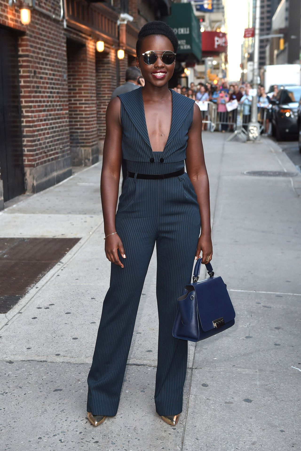 lupita-nyongo-leaves-the-late-show-with-stephen-colbert-in-nyc-september-2015_3
