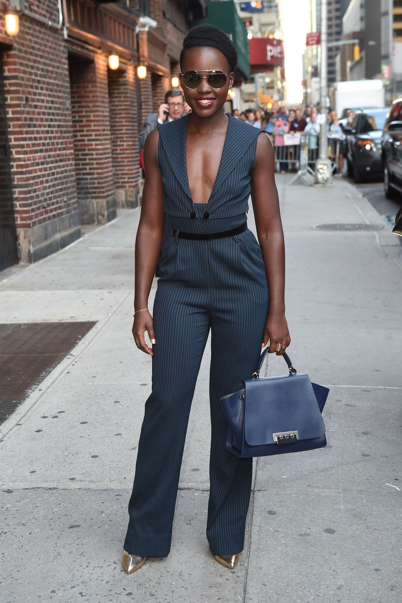 lupita-nyongo-leaves-the-late-show-with-stephen-colbert-in-nyc-september-2015_4