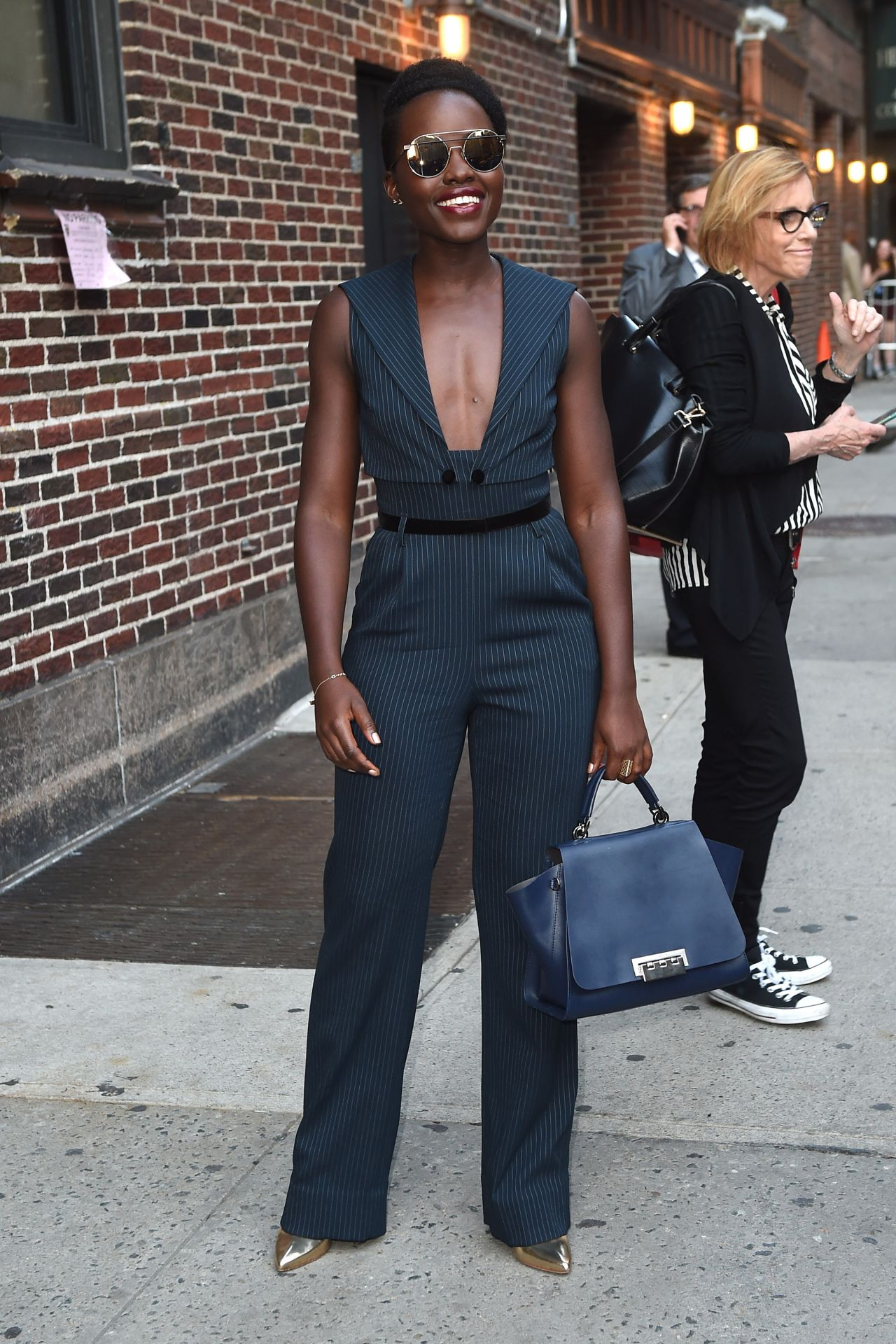 lupita-nyongo-leaves-the-late-show-with-stephen-colbert-in-nyc-september-2015_5