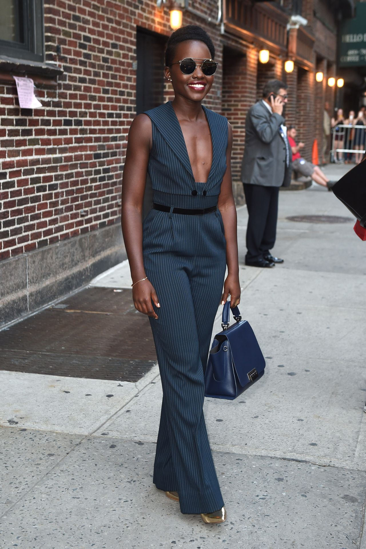 lupita-nyongo-leaves-the-late-show-with-stephen-colbert-in-nyc-september-2015_6