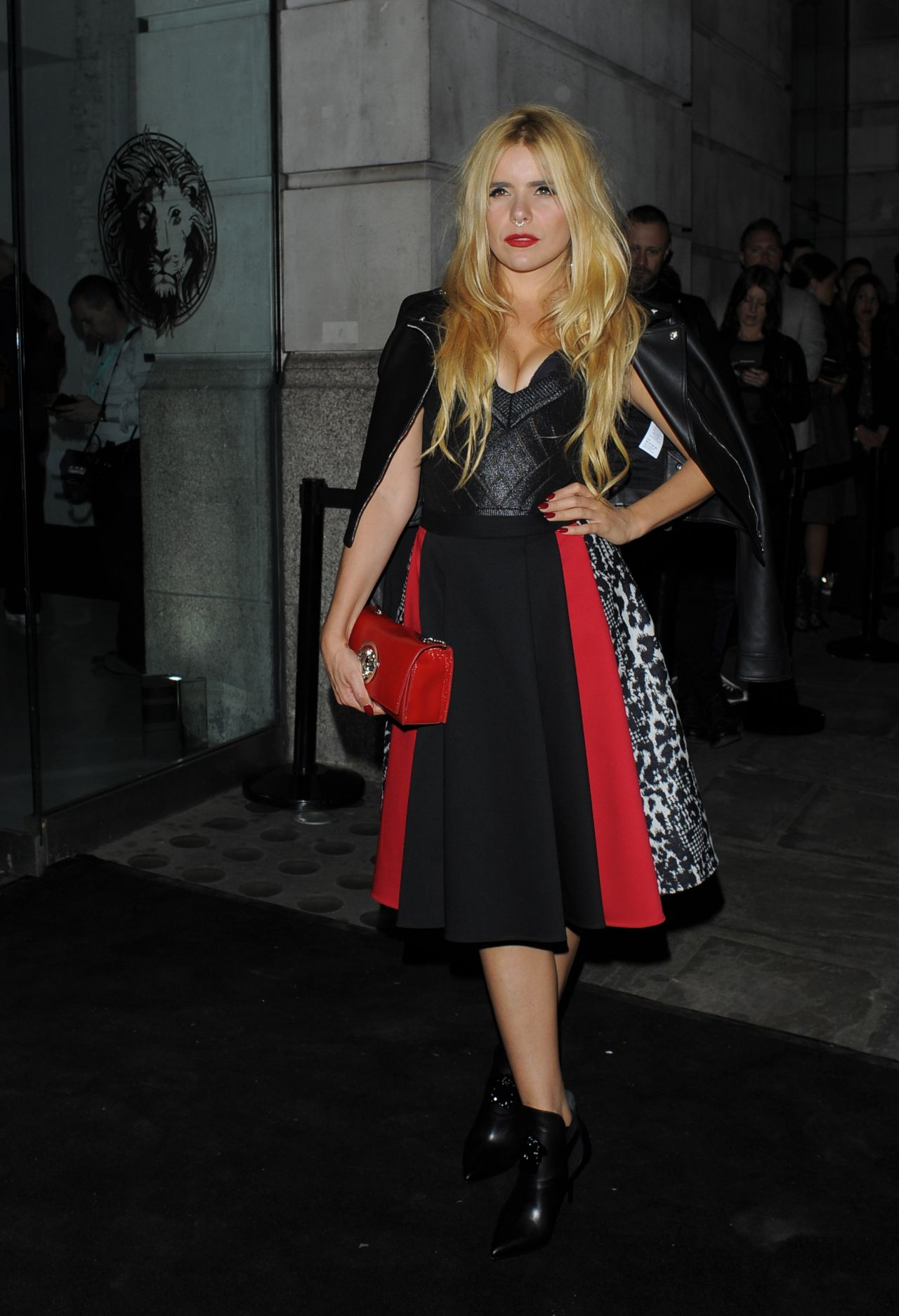 paloma-faith-versus-show-at-london-fashion-week-september-2015_4