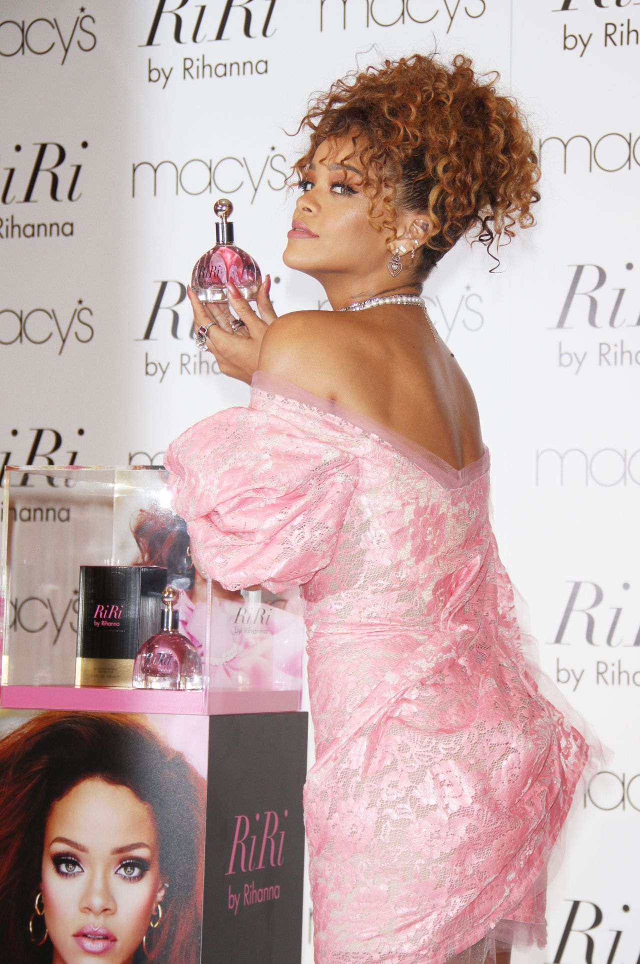 rihanna-in-vivienne-westwood-red-label-riri-by-rihanna-fragrance-unveiling