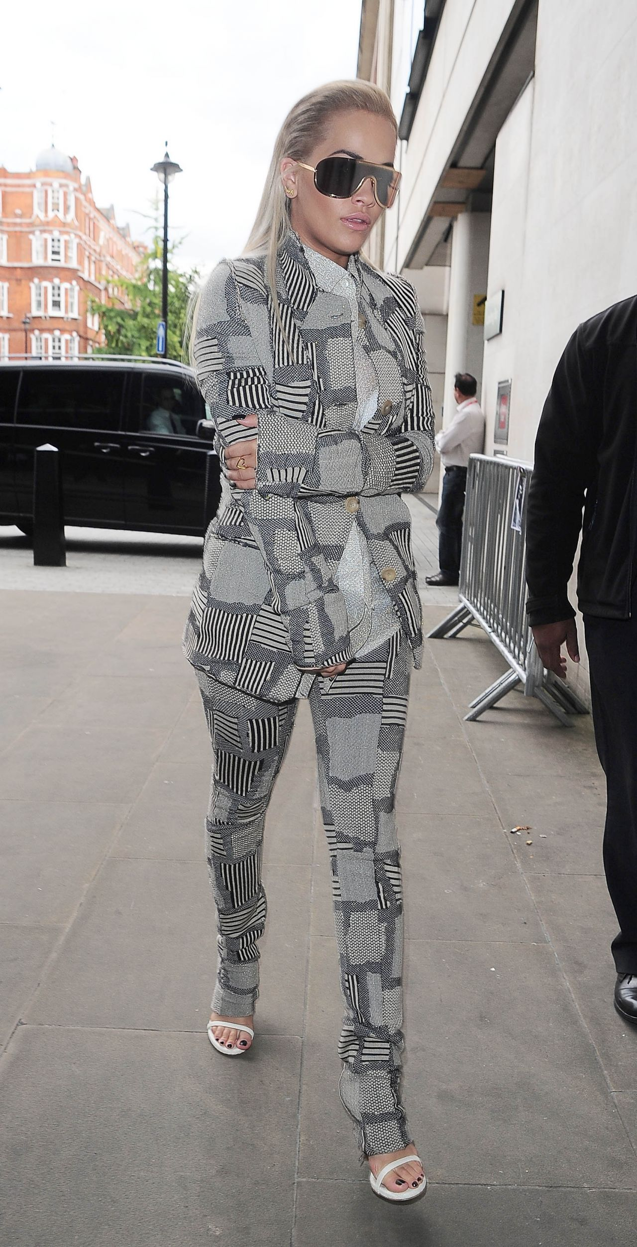 rita-ora-style-at-bbc-radio-1-studios-in-london-september-2015_6