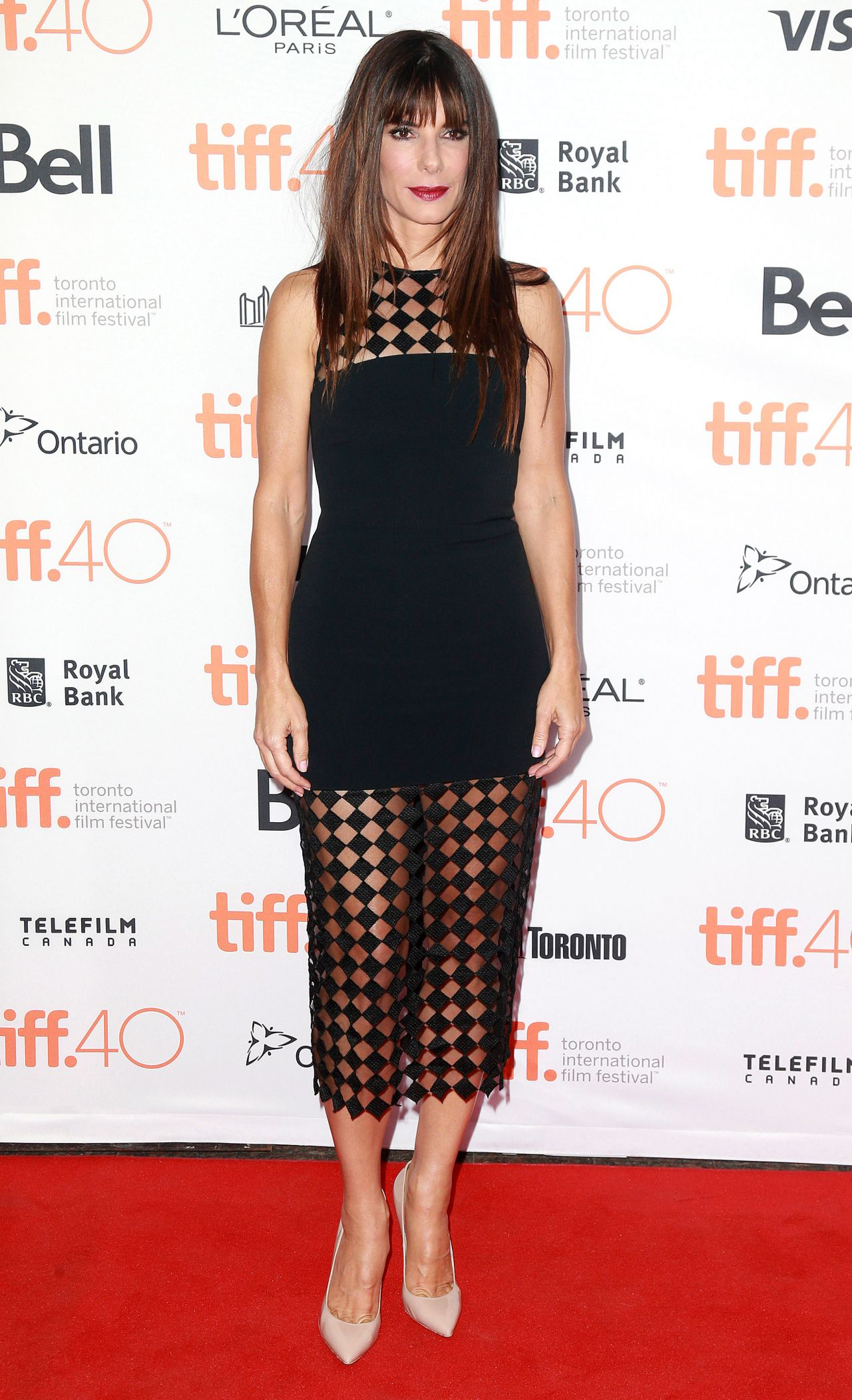 sandra-bullock-our-brand-is-crisis-premiere-at-the-toronto-international-film-festival_8