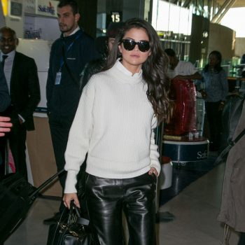 selena-gomez-at-charles-de-gaulle-airport-in-paris-september-2015_3