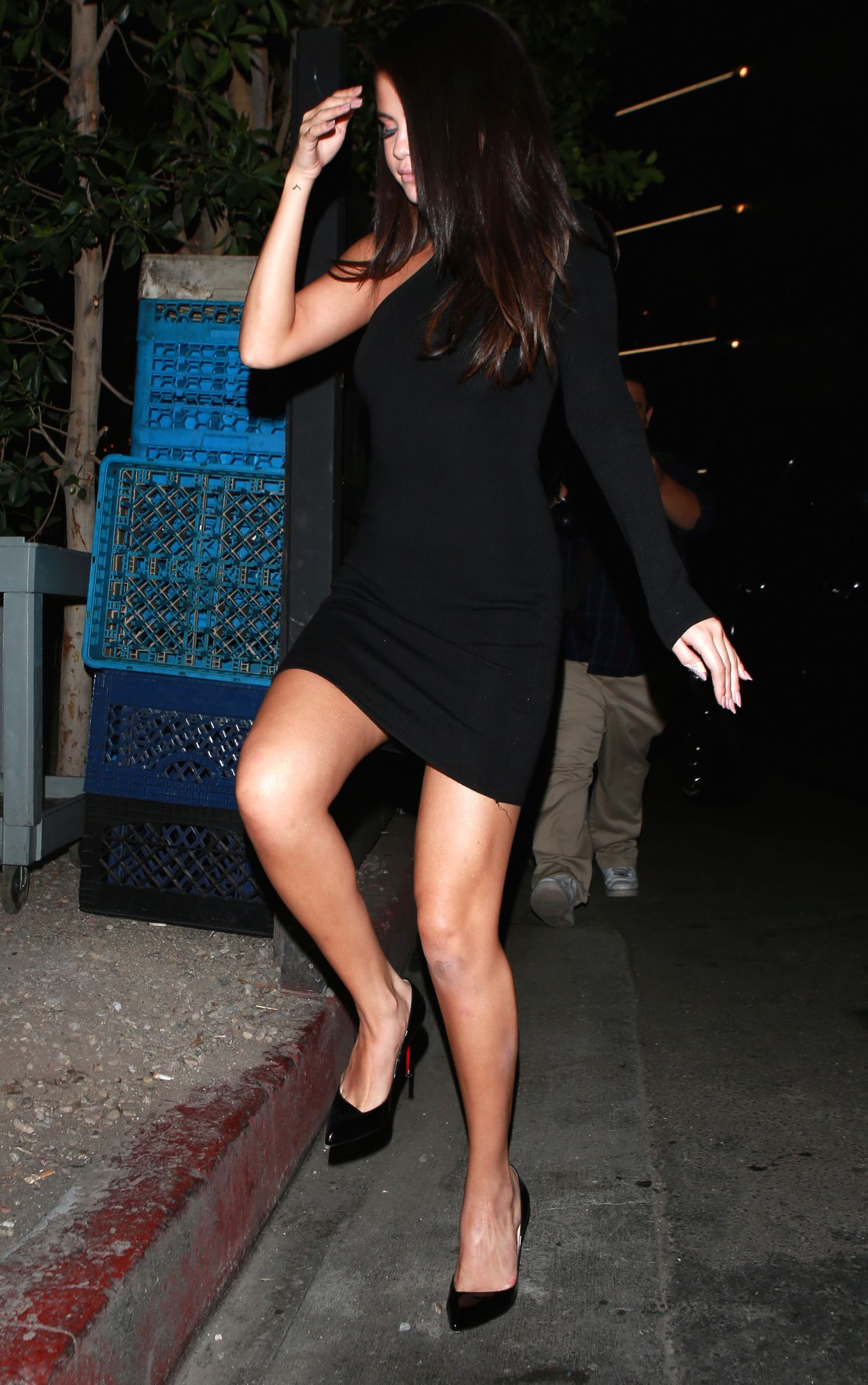 selena-gomez-at-the-nice-guy-in-beverly-hills-september-2015_12