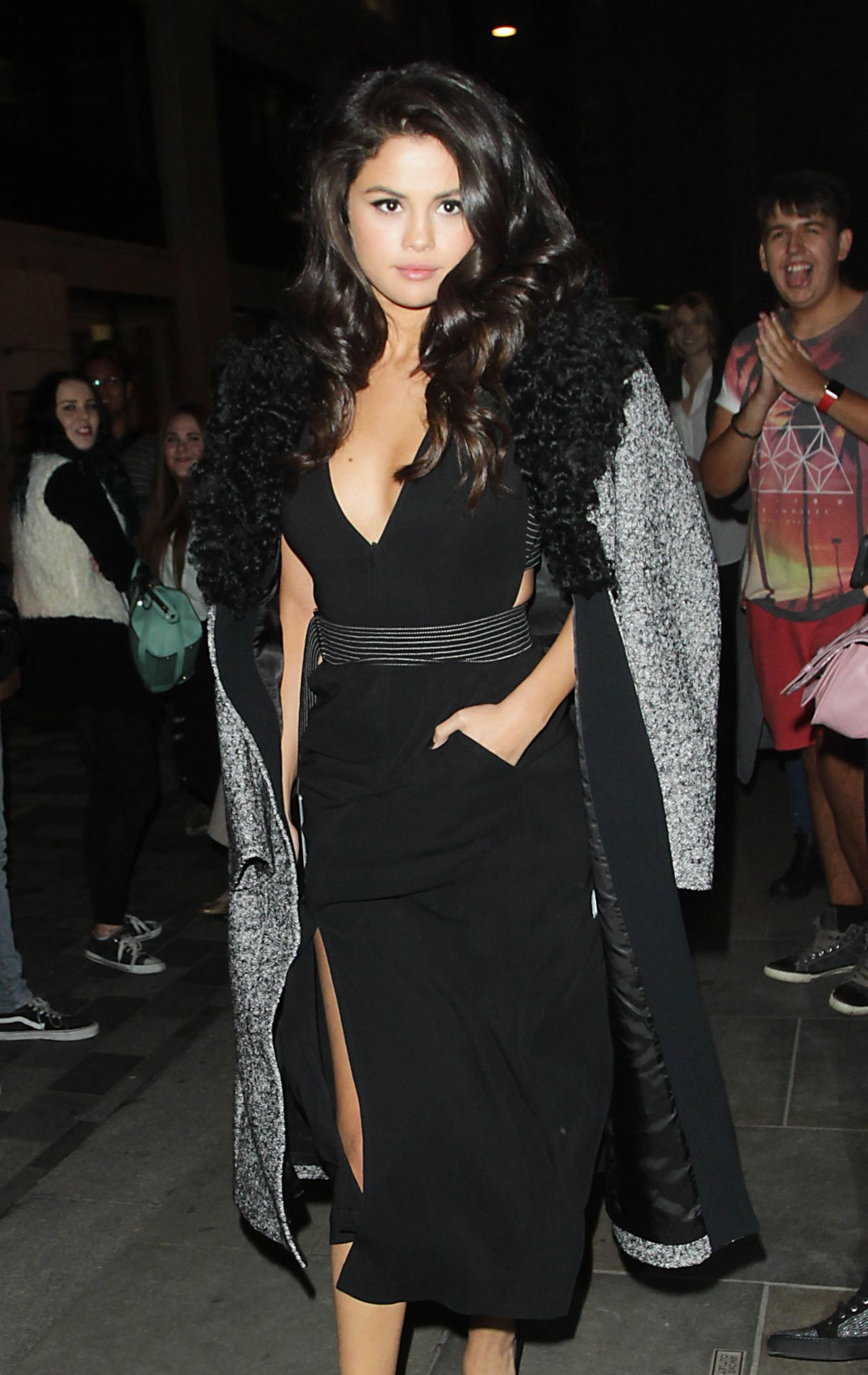 selena-gomez-leaving-the-dorchester-hotel-in-london-september-2015_12