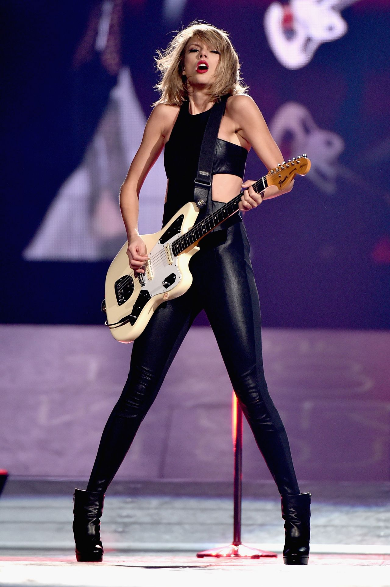 taylor-swift-the-1989-world-tour-at-bridgestone-arena-in-nashville_2