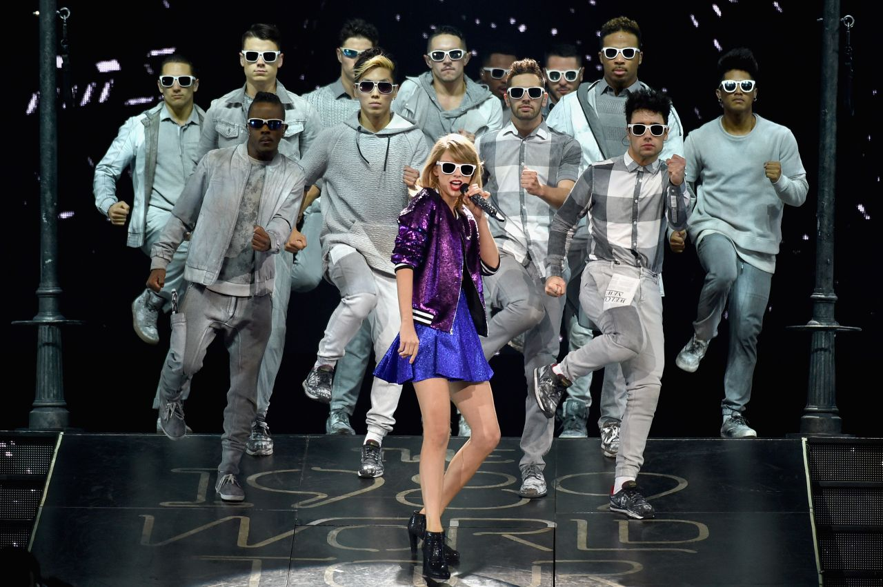 taylor-swift-the-1989-world-tour-at-bridgestone-arena-in-nashville_8