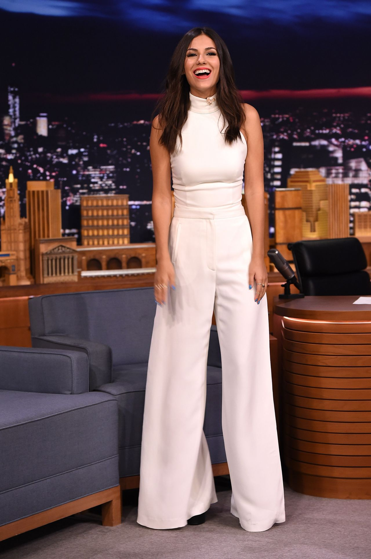 victoria-justice-visits-the-tonight-show-starring-jimmy-fallon-august-2015_4