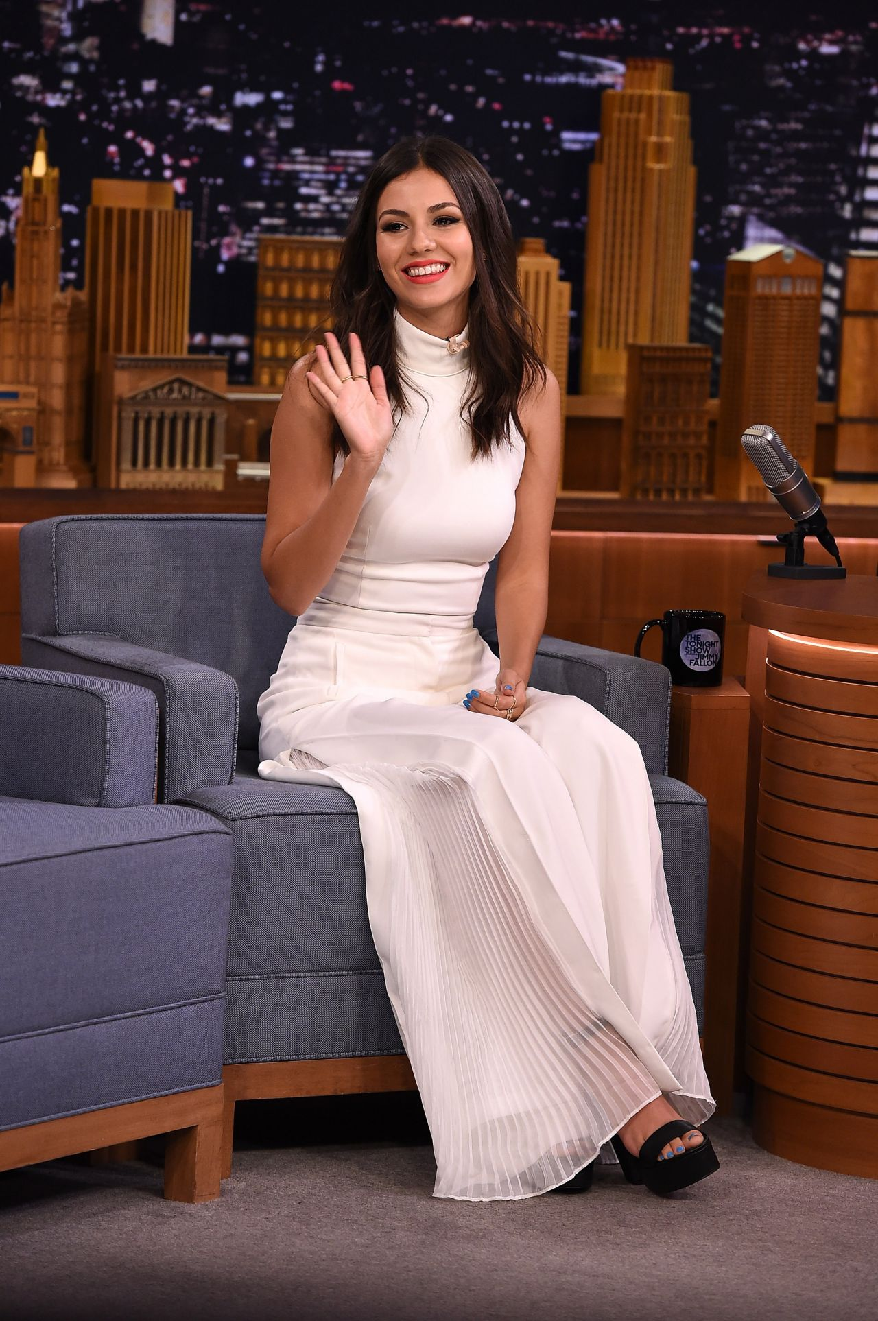 victoria-justice-visits-the-tonight-show-starring-jimmy-fallon-august-2015_5